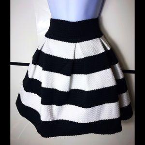 Prim and Preppy high waist striped skirt🖤
